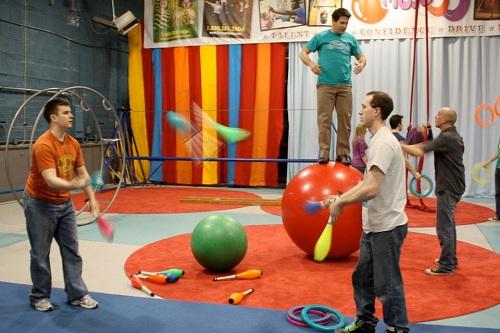 Ringling Brothers circus clowns, Circus Mojo, juggling